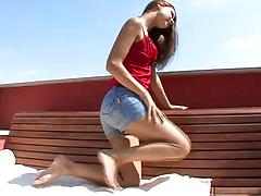 Bubble assed beauty drives herself to orgasm with her skillful fingers