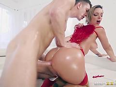 Jada Stevens Has A Big Ass Present For Valentines